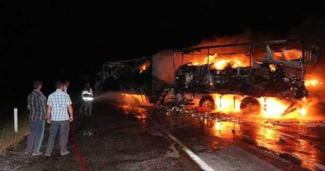PKK'lılar Şırnak-Mardin karayolunda 3 TIR'ı yaktı