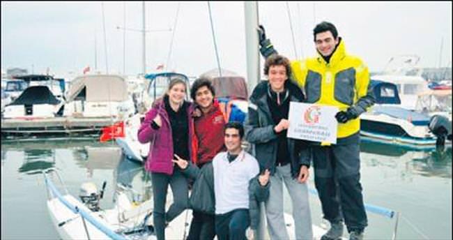 Öğrenciler yelken yarışına hazırlanıyor
