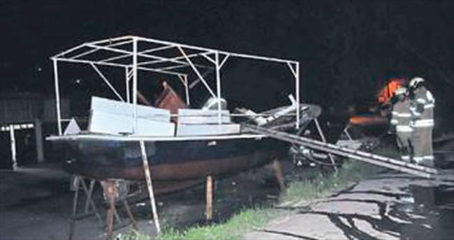 Çalıntı tekneyi tamir ederken patlattılar