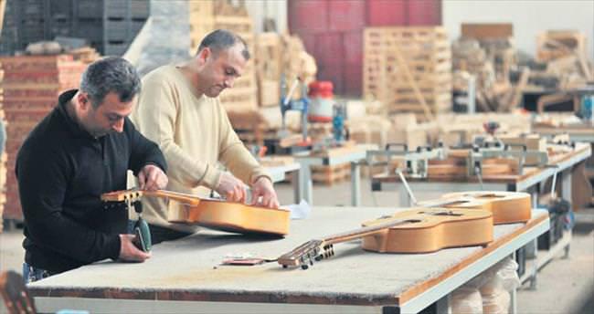 Dünya Bursa gitarı çalıyor