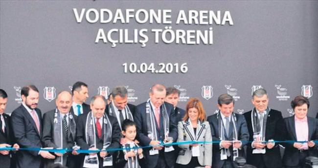 Bakan Berat Albayrak: Türk futbolu için gurur günü