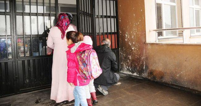 PKK yandaşları okula bomba attı!
