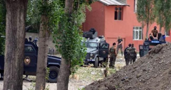 Şemdinli'de 3 kişi gözaltına alındı