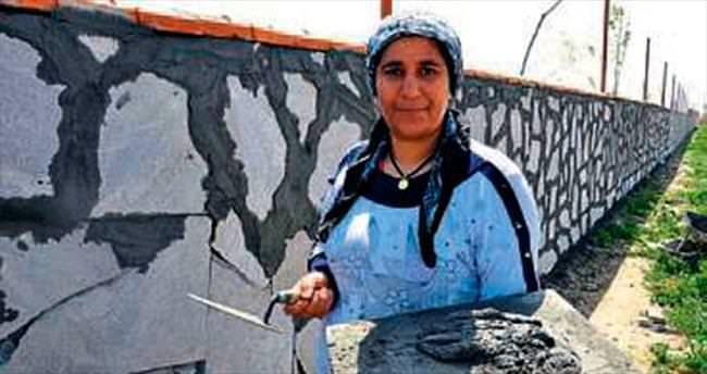 6 çocuk annesi inşaatta çalışıyor