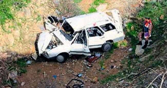 Otomobil uçuruma yuvarlandı: 2 ölü