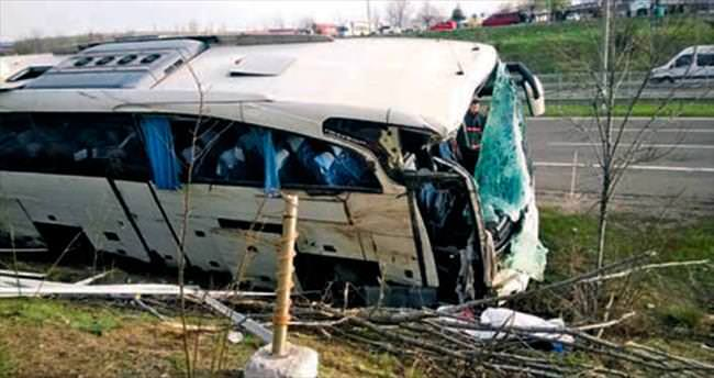 Tur otobüsü şarampole uçtu: 1 ölü, 15 yaralı