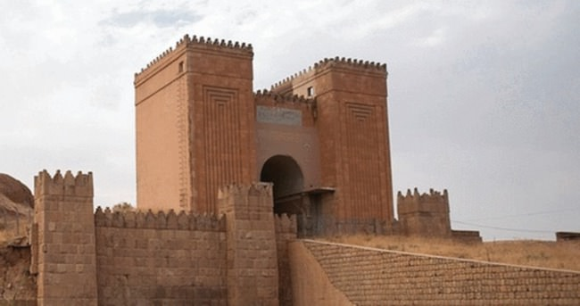 IŞİD Ninova'da 2 bin yıllık Maşki Kapısı'nı yok etti