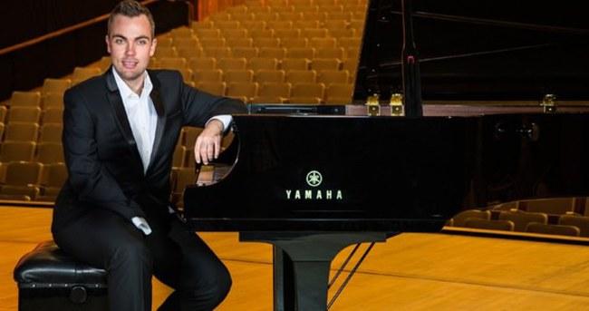 Tek elli piyanist Nicholas McCarthy İstanbul'a geliyor