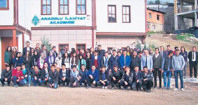 'Çubuk Akademi' öğrencilerinin Ankara gezisi renkli geçti