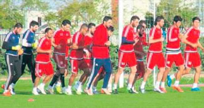 Mersin'de iki futbolcu eksik