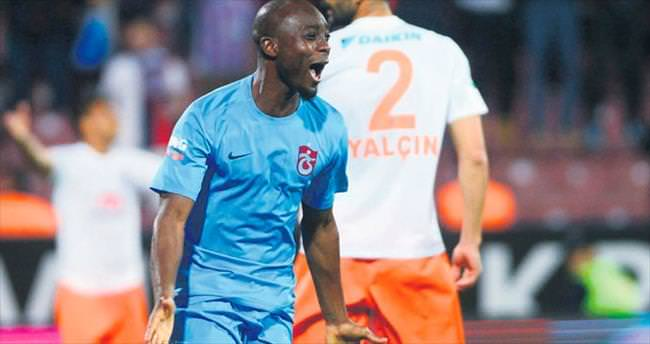 Serge Akakpo kalıyor