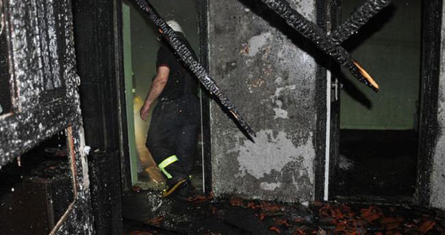 Birlikte yaşadığı kadına kızıp evi yaktı!