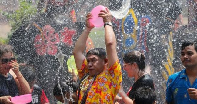 Tayland'da su bayramı bilançosu: 259 ölü, 2378 yaralı