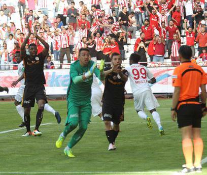 Eto'o'nun golü Muslera'yı çıldırttı