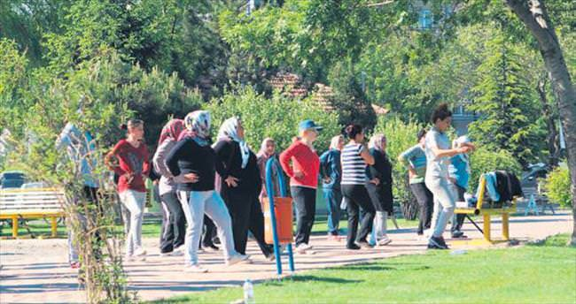 Bahar geldi parklarda sabah sporları başladı