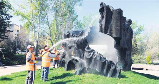 Büyükşehir'den parklarda temizlik