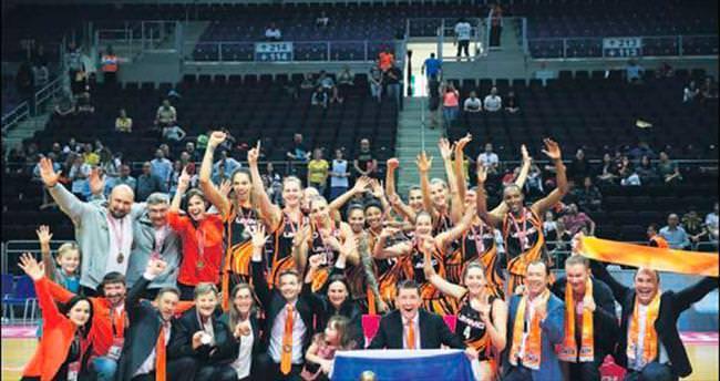 Ekaterinburg son düzlükte kupayı aldı
