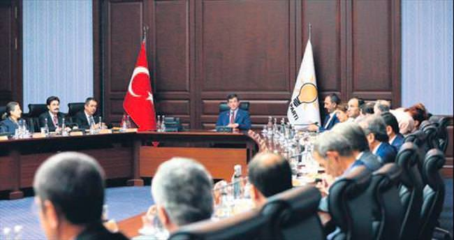 AK Parti yeni anayasayı sahada anlatacak
