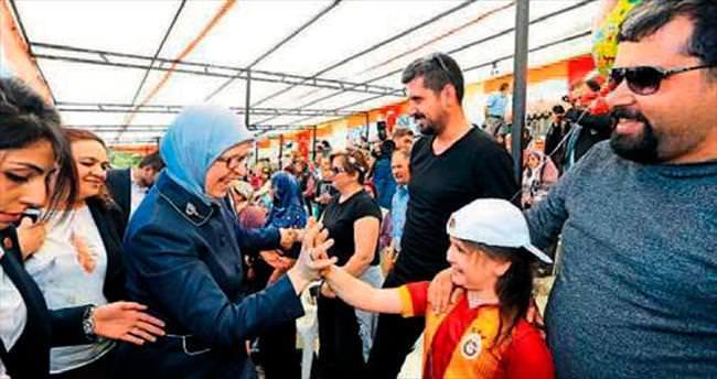 Ramazanoğlu, lale şenliği'ne katıldı