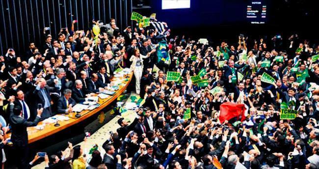 Rousseff'e soruşturma yolu açıldı