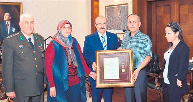 Şehidin ailesine gurur madalyası