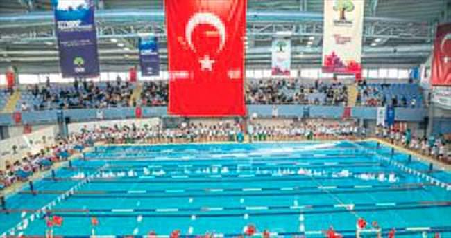 Yüzme kupasına 450 sporcu katıldı