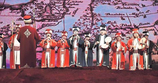 1915 Bir Hilal Uğruna gösterisi İzmirliler tarafından beğenildi