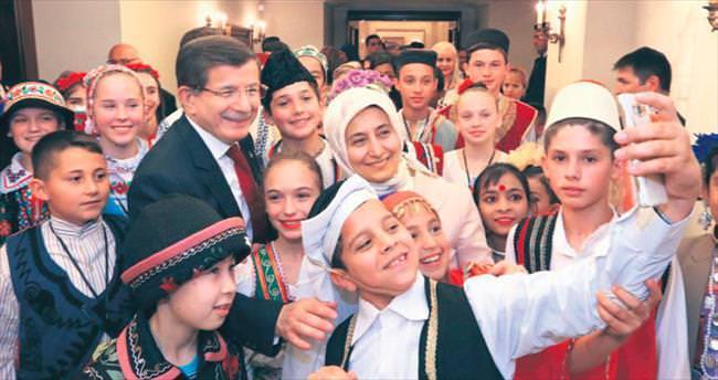 Davutoğlu 20 ülkeden 40 çocukla buluştu