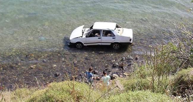 Otomobil 30 metreden denize uçtu