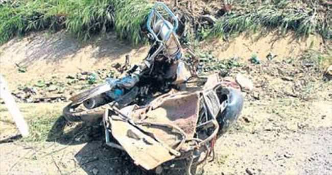 Minibüs motosiklete çarptı: 1 ölü, 1 yaralı