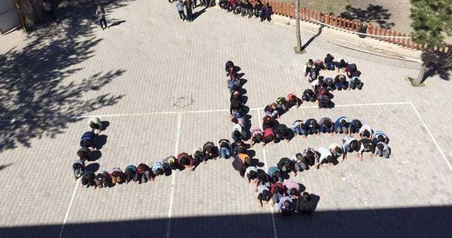 Öğrencilerden 'Muhammed' lafzı