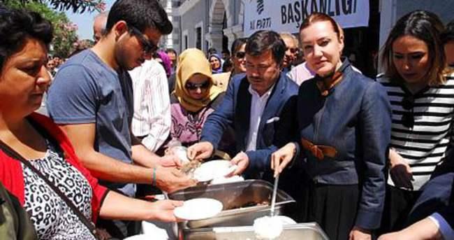 AK Partili Hotar pilav üstü kavurma dağıttı