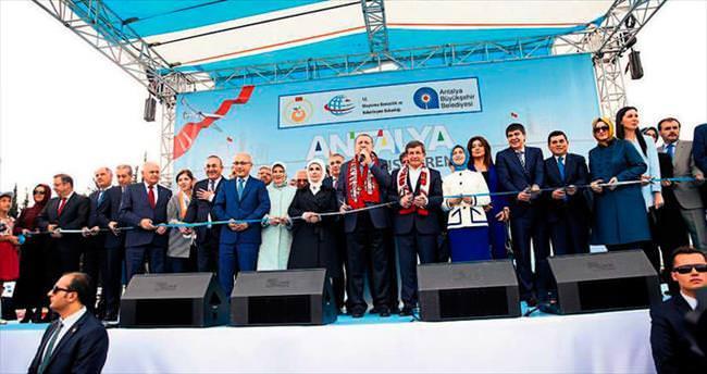 Yeni Türkiye'nin öncüsü Antalya