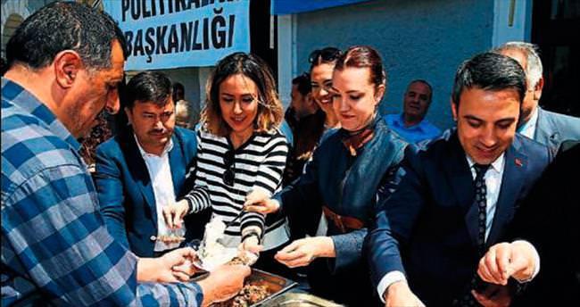 Hotar, Kutlu Doğum Haftası'nda pilav ikram etti