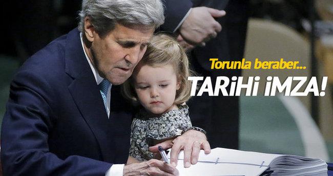 John Kerry torunuyla imza attı