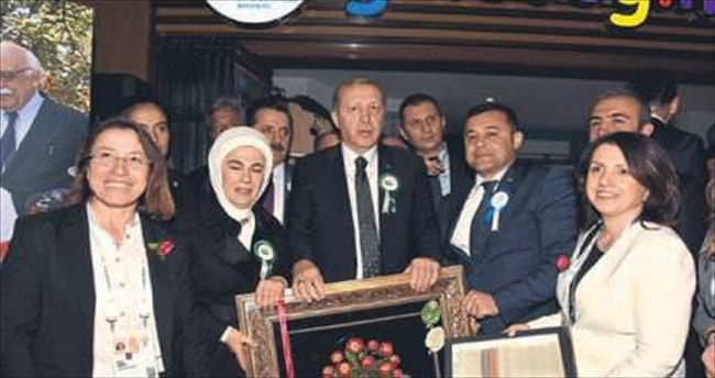 Yücel'den Erdoğan'a ipek kozası tablosu