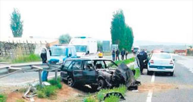 Otomobil orta refüje düştü, 2 kişi yaralandı