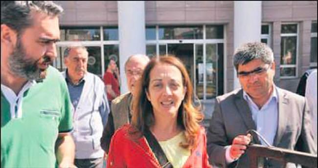Küfürbaz gazeteciye yurtdışı yasağı