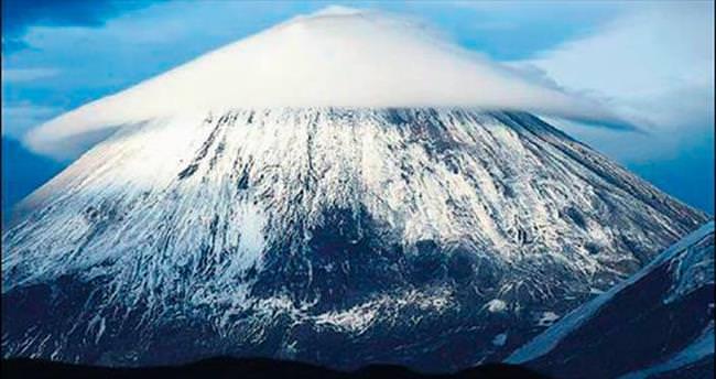'En yüksek'teki volkan patladı