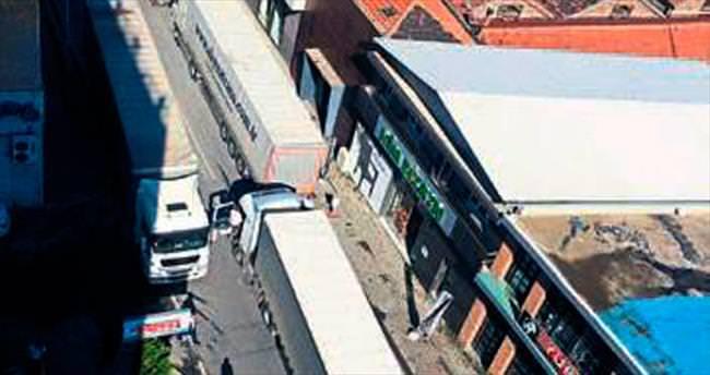 Tır konvoyu Alsancak trafiğini felce uğrattı