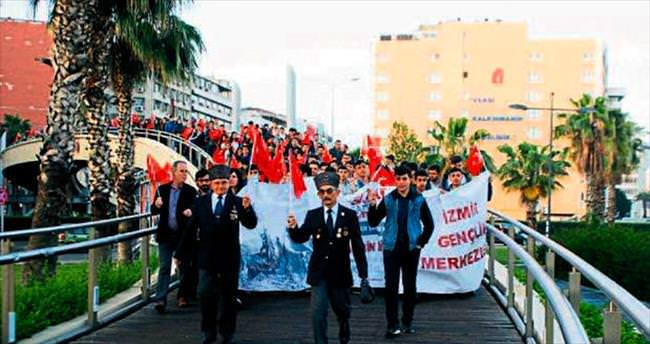 """İzmir'de """"vefa"""" yürüyüşü"""