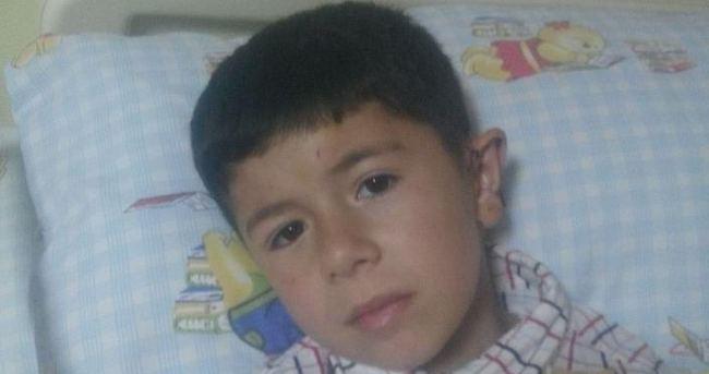 8 yaşındaki İsmail'e 3 köpek saldırdı
