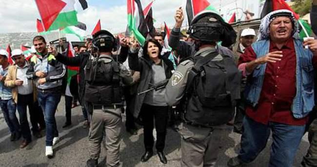 Filistinli gazetecilerin dayanışma gösterisine müdahale