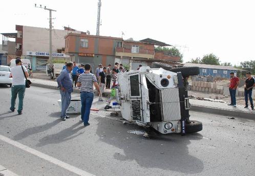 Diyarbakır'da zırhlı polis aracı kaza yaptı: 3 yaralı