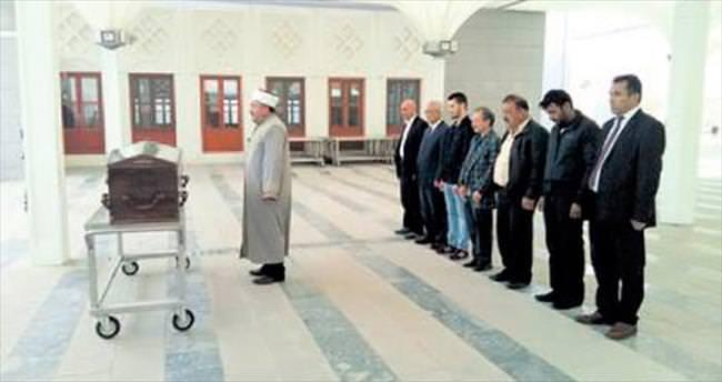 Serdar'ın cenazesi 7 kişiyle defnedildi