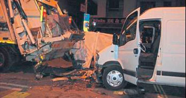 İzmir'de trafik kazası: 2 ölü