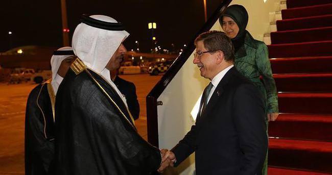 Başbakan Davutoğlu başbakan sıfatıyla ilk kez Katar'da