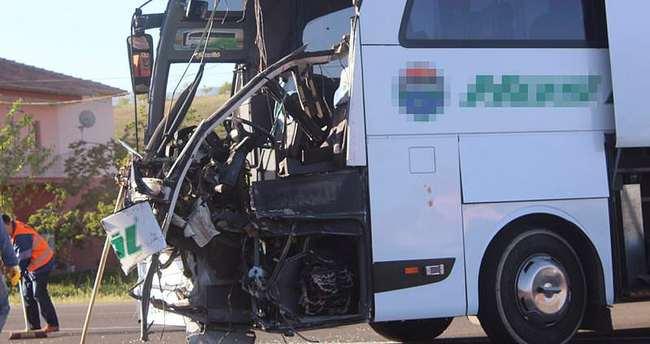 Otobüsle TIR çarpıştı: 5 yaralı