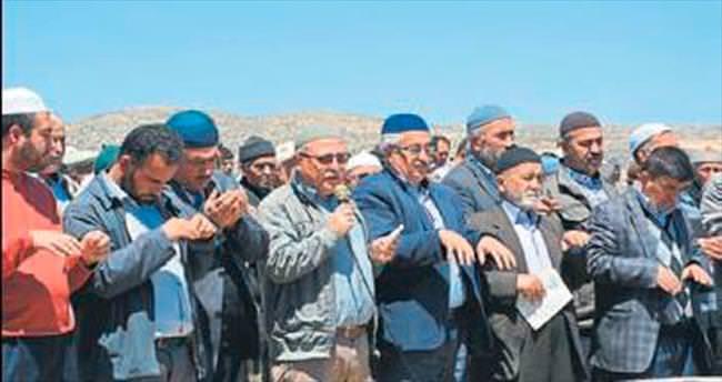 Çiftçiler yağmur için duaya çıktı