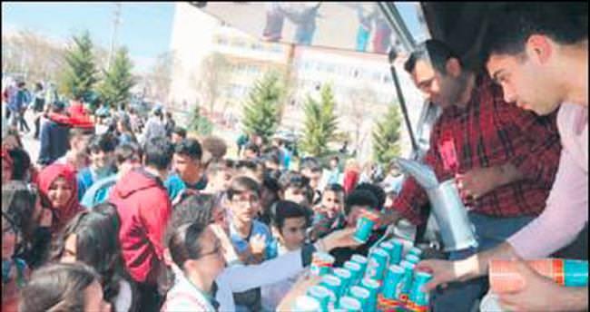 Liselilere mobil araçla ücretsiz çorba servisi